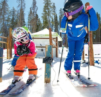 girls ski lesson
